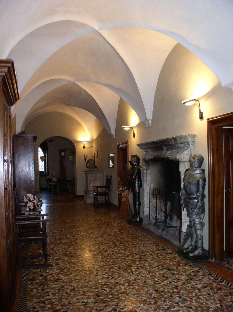 Il Castello di San Gaudenzio interior